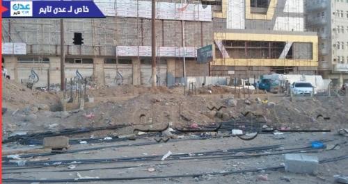 عدن: نافذ يبني وسط شارع عام في المنصورة