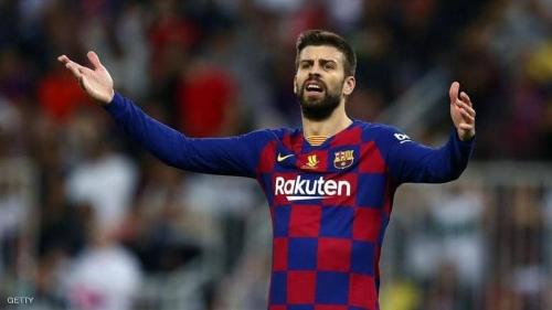 برشلونة يدرس تعديل شروط في عقود لاعبيه.. والسبب بيكيه