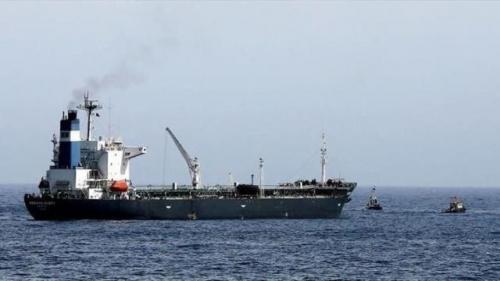 وصول سفينة محملة بكمية (18,915 )طن من مادة الديزل ، الى غاطس ميناء الحديدة .