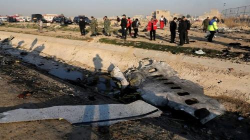 مقطع مصور جديد يظهر إصابة الطائرة الأوكرانية بصاروخين إيرانيين (فيديو)