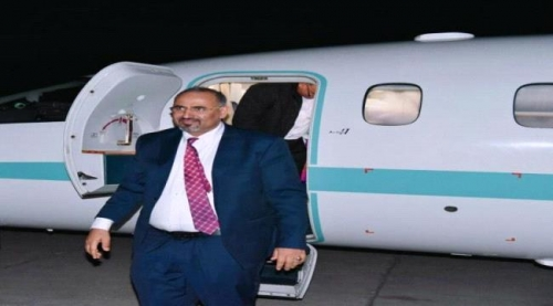 طائرة اماراتية تقل اللواء عيدروس الزبيدي الى الامارات