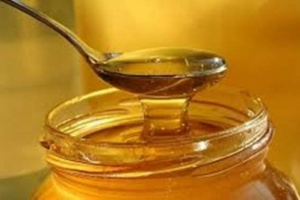 تحذير هام جدا : عسل النحل يتحول إلي سم إذا تناولته بالملعقة ( التفاصيل )