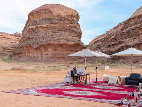 شاهد ..  صور جديدة للامير محمد بن سلمان من قلب الصحراء تثير اهتمام السعوديين
