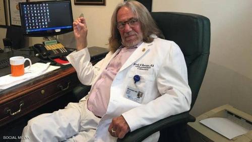 """وفاة طبيب ترامب.. كاشف سر """"الشعر الكثيف"""" وأشياء أخرى"""