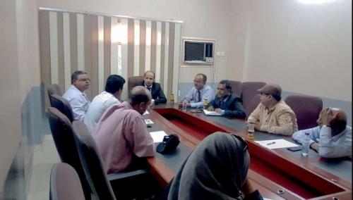 وزير يمني يتحدى المنظمات الدولية في مناطق سيطرة الحوثي .. لماذا؟