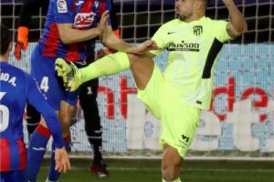 سواريز يقود أتلتيكو إلى حلم الليجا بأموال برشلونة