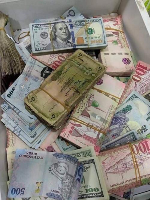 خبير اقتصادي يعري الحوثيين ويكشف سبب استقرار أسعار الصرف في مناطق سيطرتهم