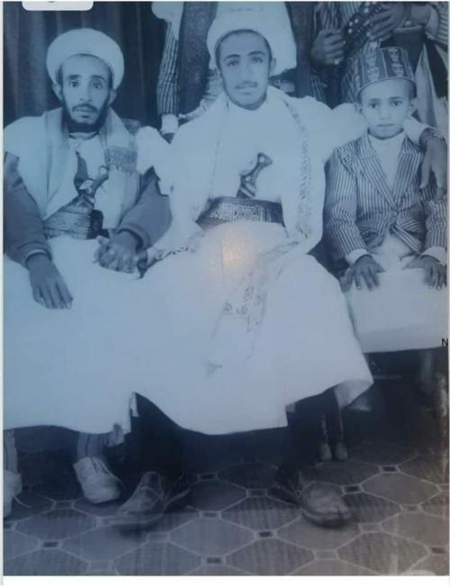 شاهد رئيس اليمن وحبيب الملايين كيف كان شكله وماذا كان يلبس في يوم زفافه (صورة)