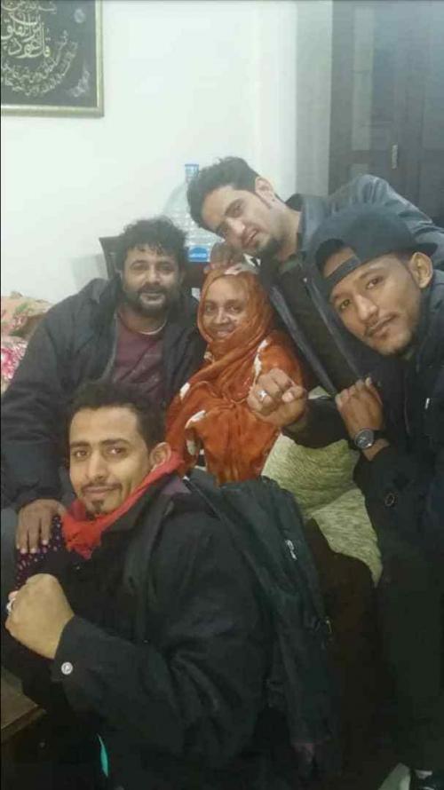القائد ابوهمام اليافعي يزور ام الشهيد باسلامة في القاهرة
