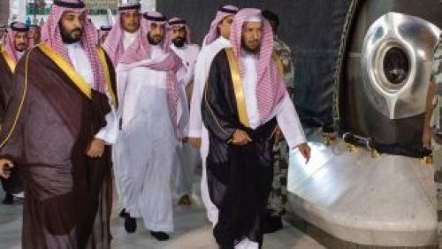 الأمير محمد بن سلمان بالحرم المكي ويتفقد سطح الكعبة المشرفة (فيديو وصور)