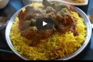 شاهد بالفيديو.. وجبة يمنية تغزوا جزيرة أجنبية والأمم المتحدة تروج لها واقبال غير مسبوق عليها