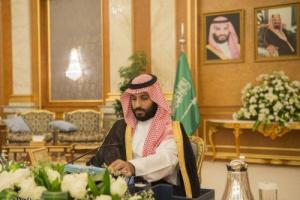 مسؤولون باكسانيون يرفعون البندقية على الأمير محمد بن سلمان والأخير يفاجئهم بهذا التصرف ..شاهد