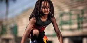 """""""الطفل البرق"""" يتحدى أسرع رجل في العالم"""