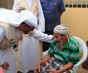 الهلال الأحمر الإماراتي يلبي احتياجات دار العجزة والمسنين بعدن
