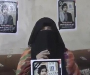 """أم قتيل الممدارة في عدن """"محمد الإقليمي"""" تطالب بإحضار جثمان ولدها لرؤيته ودفنه في #صنعاء """"فيديو"""""""