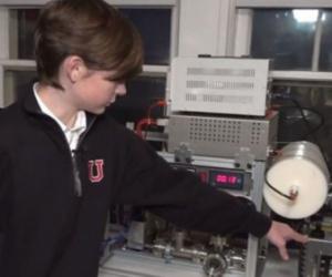 صبي يبلغ من العمر 14 عاماً نجح في إنشاء مفاعل نووي في غرفته رابط فيديو..!