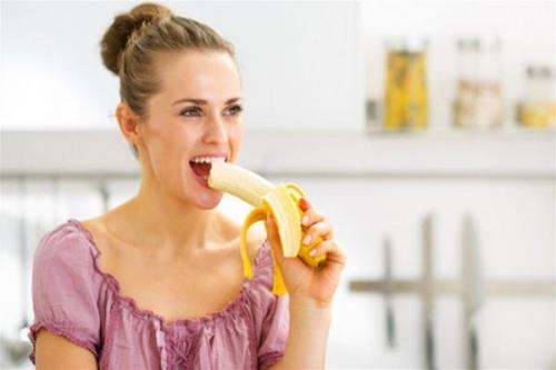 تاثير الموز على جسم الانسان عند تناوله على الريق