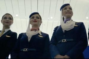 شاهد بالصور..مضيفات الطيران السعودي يسحرن العقول باطلالتهن بالزي الرسمي الجديد