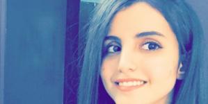 فتاة سعودية حسناء تظهر بملابس جريئة جداً وتقوم بعمل فاضح مع زوجها في معلم أثري.. شاهد(صورة)