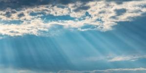 """رجل يلتقط صورة مذهلة لـ """"ملاك"""" في السماء.. صورة"""