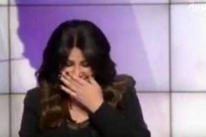 فيديو .. مذيعة قناة العربية تدخل في نوبة ضحك بسبب محمد العرب ومطار مارب شاهد