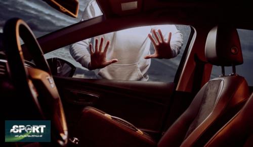 كيف تخرج مفاتيحك من سيارتك المغلقة في حالة نسيانها بداخلها