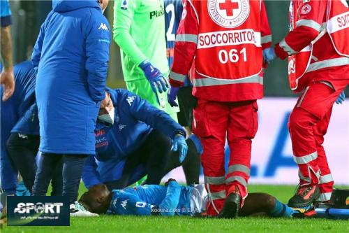 مهاجم نابولي تحت الملاحظة في المستشفى