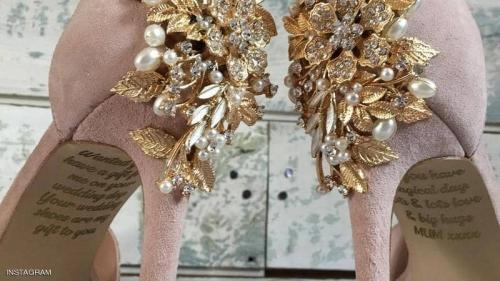 صدمة ليلة الزفاف.. رسالة من الأم الميتة على حذاء العرس