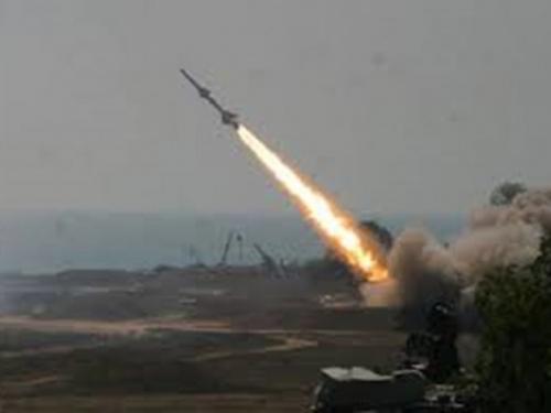 صواريخ ايرانية تستهدف ميناءً يمنياً على سواحل البحر الاحمر..!
