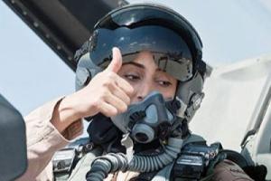 """شاهد ظهور جديد للطيارة """" مريم المنصوري """" الى جوار رئيس عربي"""