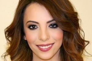 يمنية مشهورة  تفاجئ الجميع وتفضح زوجها على الهواء مباشرة وعائلتها تشعر بالخجل مما فعلته