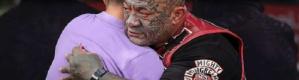 اكبر زعيم عصابة بالعالم يتعهد بحماية مساجد المسلميين في نيوزيلندا في صلاة الجمعة القادمة