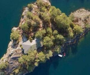 جزيرة رائعة للبيع.. بسعر منزل