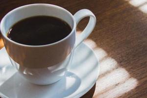 تحذير من شرب القهوة باردة