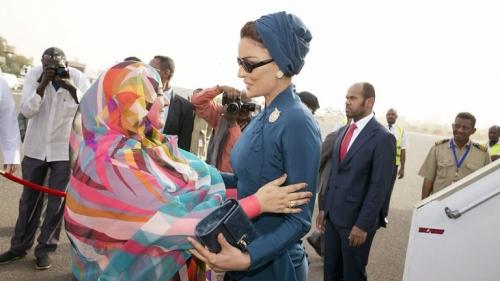شاهد بالصور من هي زوجة البشير التي أسقطته من حكم السودان وما علاقتها بالشيخة موزا في قطر؟ الإمارات تفاجئ الجميع وتنشر ''أسرار العائلة''