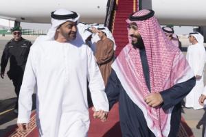 شاهد بالفيديو .. ظهور مفاجئ للامير محمد بن سلمان ومحمد بن زايد في احد مطاعم الرياض