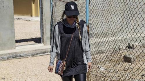 """عروس داعش تطل بـ""""لباس صادم"""".. وتكشف سر التغيير"""