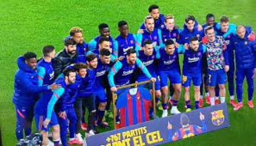 شاهد كيف كرّم برشلونة ميسي على إنجازه الفريد