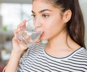 5 أسباب لشرب الماء بوفرة في رمضان.. بالإنفوجرافيك