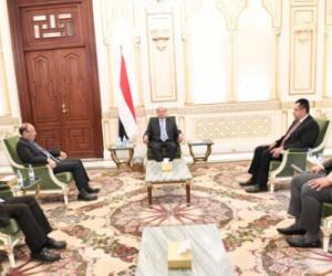 رئيس الجمهورية يترأس اجتماع ضم نائبه ورئيسا الوزراء والشورى