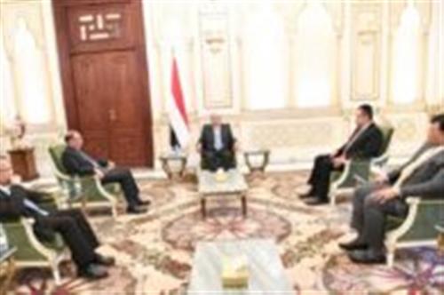 الرئيس هادي يوجه بصرف المرتبات