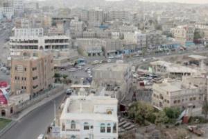 مذيع بقناة أبوظبي ينصح سكان صنعاء بالنزوح الى الأرياف
