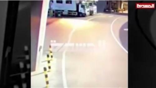 شاهد.. الخطأ القاتل الذي وقع فيه مفبرك فيديو الحوثي لاستهداف مطار أبوظبي
