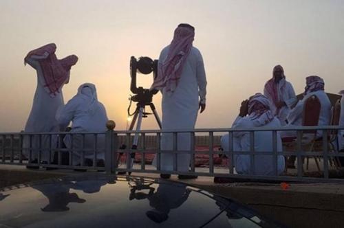 فلكي سعودي يحدد أول أيام عيد الفطر في المملكة