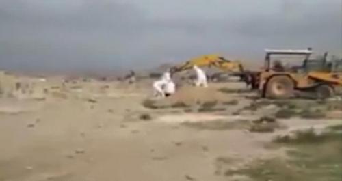 شاهد الفيديو: الحوثيون يقبرون ضحايا كورونا بطريقة لاتليق
