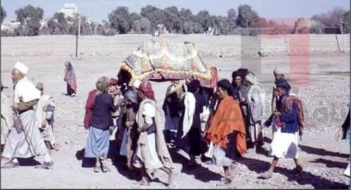 شاهد أول جنازة تدخل مقبرة خزيمة قبل 70 عاماً .. وسبب إغلاق المقبرة (صور)