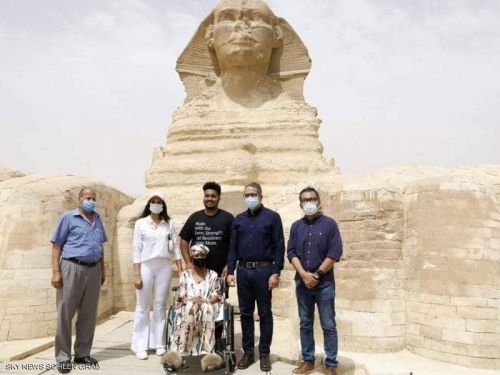 مصر تحقق حلم أميركية مصابة بالسرطان بزيارة الأهرامات