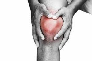ما أسباب وعلاج آلام مفصل الركبة؟