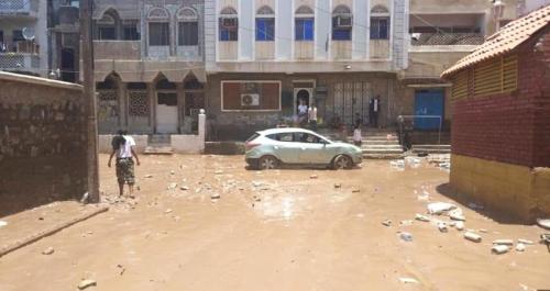 سكان عطاشى في عدن بمحيط آبار مياه مغلقة