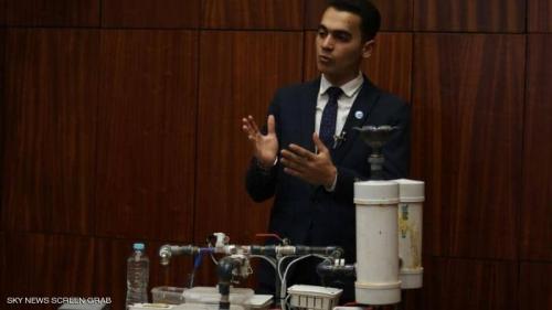 """طالب مصري يخترع """"جهازا ثوريا"""".. ويحصد جائزة عالمية"""